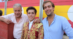 Óscar Martínez y su hijo, Guillermo, Casa Chopera, con el rejoneador Guillermo Hermoso de Mendoza.