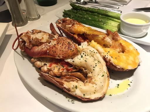 這輩子吃過最棒的龍蝦🦞 牛排盤真的燙不要像我一樣亂摸喔!