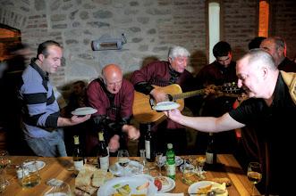 "Photo: Georgien, Kachetien, Musik beim traditionellen Gastmahl ""Supra"", 2011 (Georgia, Kachetia, music performance during a traditional ""Supra"" meal, 2011)  © Eckhard Supp"