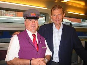 Photo: TGV 8324 , La Rochelle à Paris Montparnasse, un instant innoubliable avec M. ETIENNE MOUGEOTE journaliste français et vice-président du groupe TF1 jusqu'à 2007
