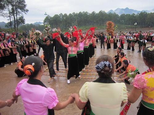 Rừng thông Bản Áng tổ chức lễ hội Hết Chá năm 2013