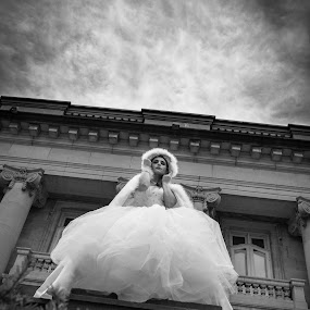 Bride in the sky by Claude Lupien - Black & White Portraits & People ( wedding photography, black and white, wedding, wedding dress, bride, portrait )