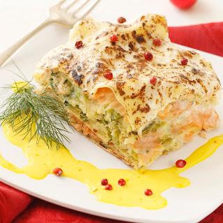 Räucherlachs-Kohl-Lasagne mit Safransauce