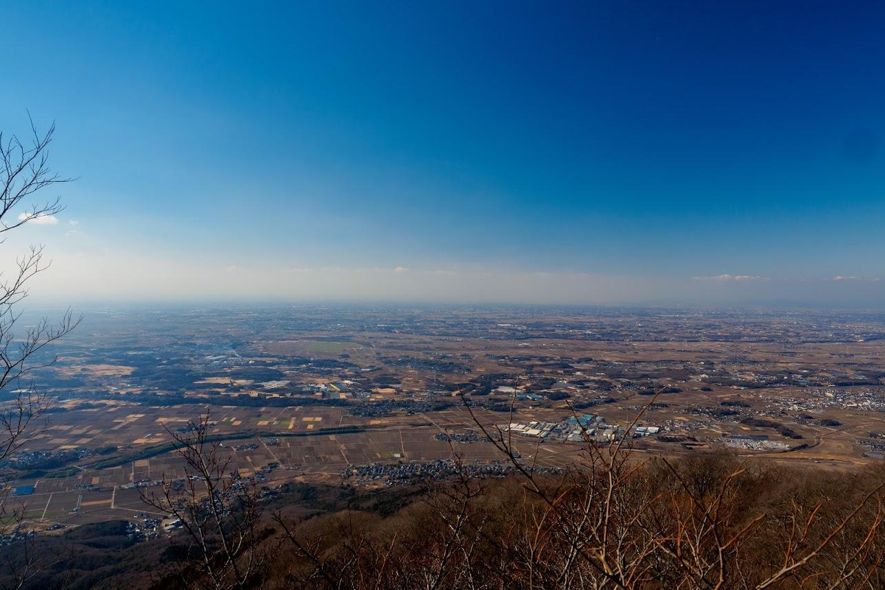 男体山山頂からの眺め。関東平野が一望できます。
