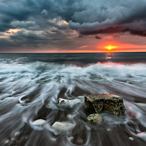 Come Back by Alessio Andreani - Landscapes Beaches ( sea, sunrise, rainy clouds )