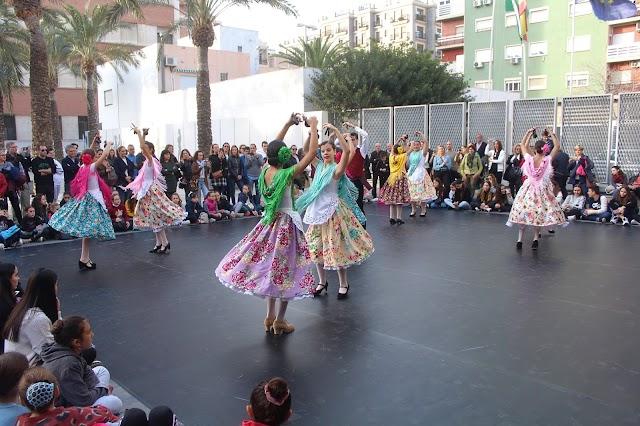 Almería, alumnos de 1º de EP de Danza Española bailando 'Si vas pa la mar'.