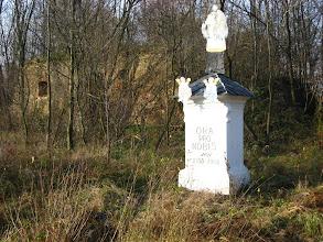 Photo: Ruiny zabudowań po drugiej stronie granicznego potoku.