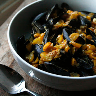Mussels in Tomato Garlic Broth Recipe