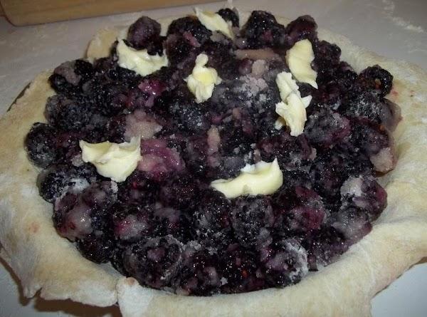 Place 1 pie crust in a 9 inch pie pan. Spoon in berries.