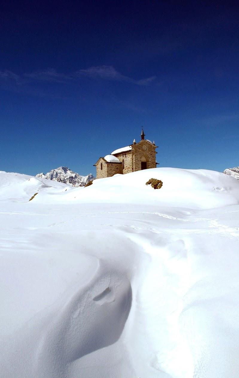 Una chiesetta nella neve di benny48