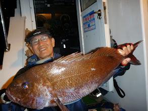 Photo: 仲西先生も真鯛! これはいいサイズです! 沖縄にはいない魚、いいお土産ができました!