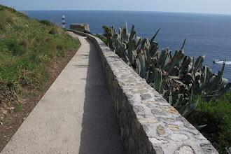 Photo: Si vede la fine dell'ultimo tratto di cemento.prima della torre (sullo sfondo con il faro)