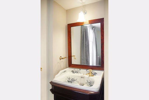 Luxury en-suite bathroom at Haussmann luxury 4 bedroom in Opera Grand