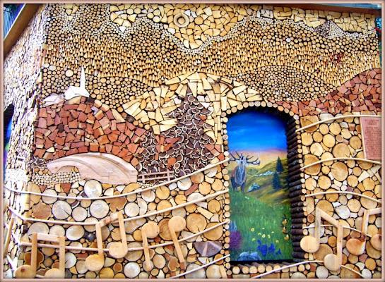 Un mosaico in legno di lucaldera