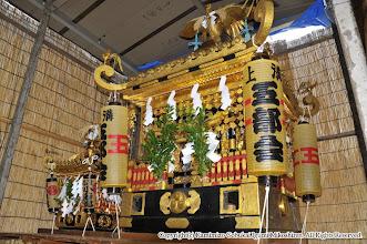 Photo: 【平成21年(2009) 宵々宮】  お仮屋に鎮座する小人神輿と大人神輿。
