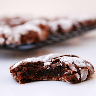 CHRISTMAS CHOCOLATE PEPPERMINT CRINKLE COOKIES (GF, VEGAN, PEANUT/TREE NUT FREE)
