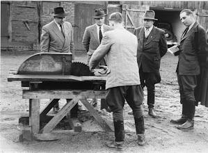 Photo: Berufswettkampf in Lüder 1957 links Treptow, danaben Tiedge