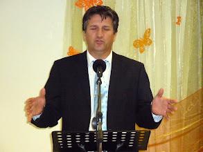 Photo: Weller István imára buzdít a húsvéti Istentiszteleten. 2011. április 24.