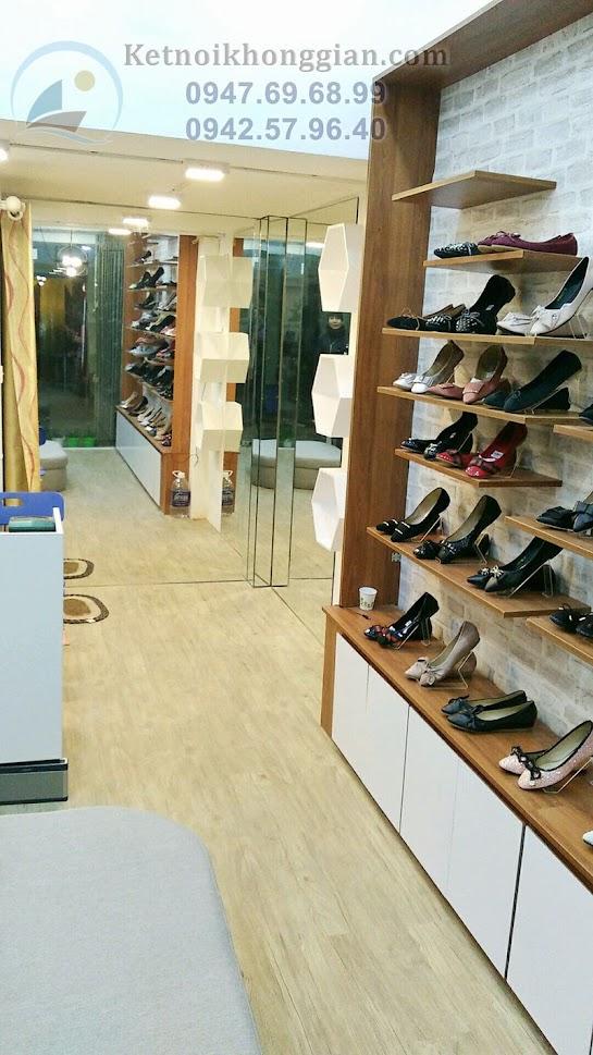 thi công shop giày dép nữ diện tích nhỏ chỉ khoảng 22m2
