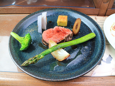 ウィラー(網走バス)「レストランバス2018」 8888 試乗会 メインの肉料理_01