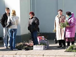 Photo: Palmusunnuntaina pajunkissoja kirkkoon menijöille