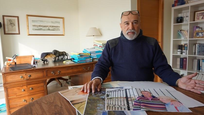 Imagen de Gerardo Vázquez durante la charla mantenida en su despacho. Foto: Ricardo Alba