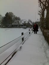 Photo: Tot aan de knieën in de sneeuw