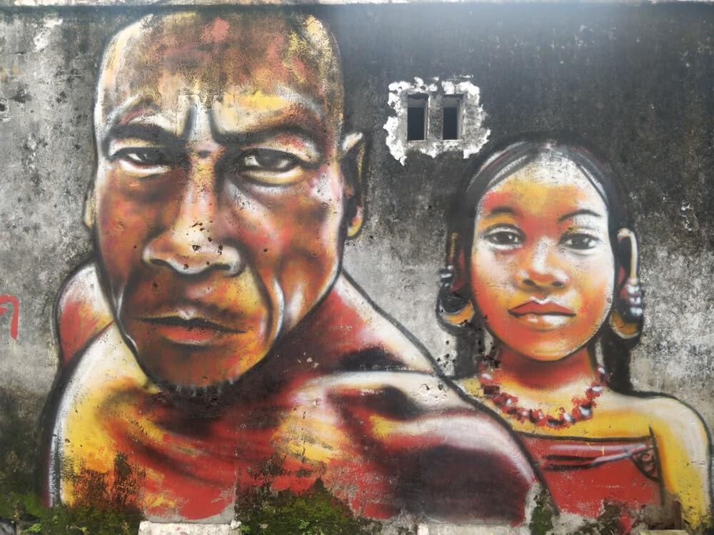 angry+graffiti+man+woman streetart+in+penang town malaysia+asia