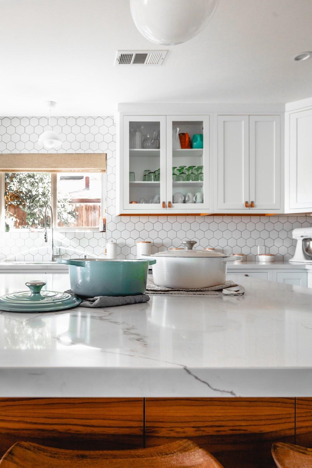 Stylish minimalist kitchen designs; matching geometric backsplash with white marble countertops