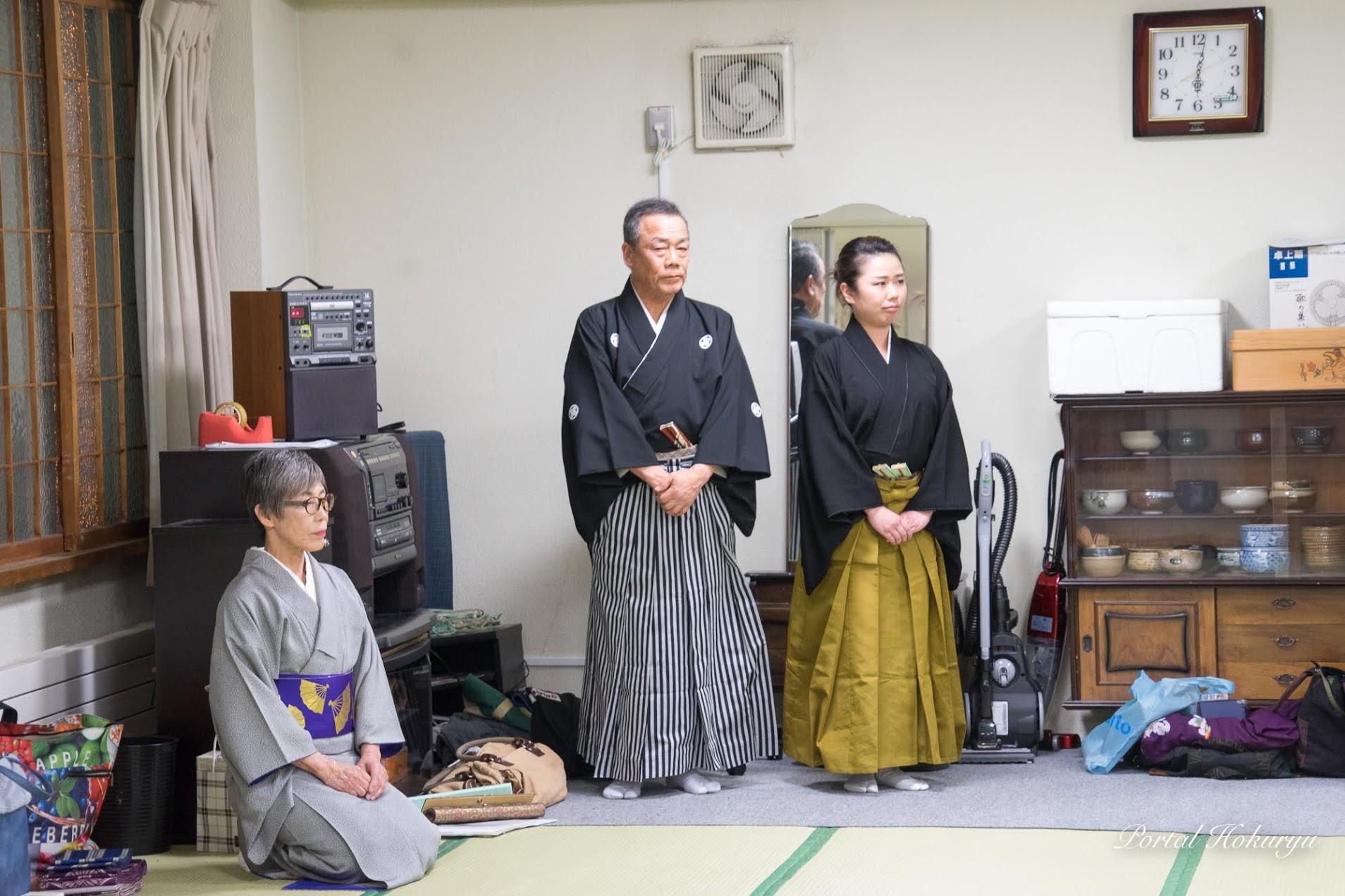 日本剣詩舞道会桜心流・下屋敷桜翠 二代目(右)、吉田徳桜代表(左)