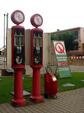 Photo: Janów Podlaski. Stacja benzynowa z 1928 r., jedna z najstarszych w Polsce. Ręczne dystrybutory paliw firmy Temper Extakt również pochodzą 1928r.