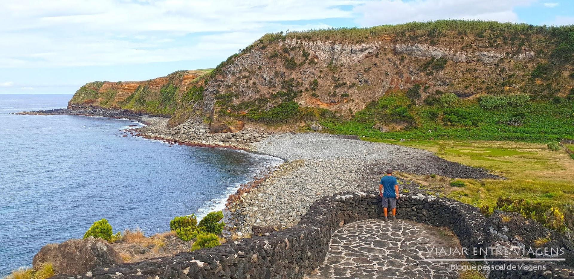 Descer ao Miradouro de Alagoa, na ilha Terceira