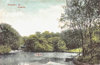 Photo: Der Schwanenteich auf einer colorierten Ansichtskarte, welche im Oktober 1908 verwendet wurde.