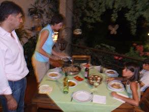 Photo: Karins Kochkünste sind sowohl Genuss als auch logistisches Meisterwerk mit Fulltime-Job, Mann, drei Kindern, Haus und Hunden. Ich freue mich aufrichtig, wie ein weiteres Familienmitglied in der Runde aufgenommen zu sein.