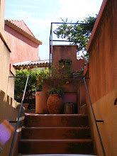 Photo: Roussillon is a busy little town, and quiet corners like this are in short supply. For a small town, we find we can easily spend 5-6 hours here on a non-market day - more than any other of its size.