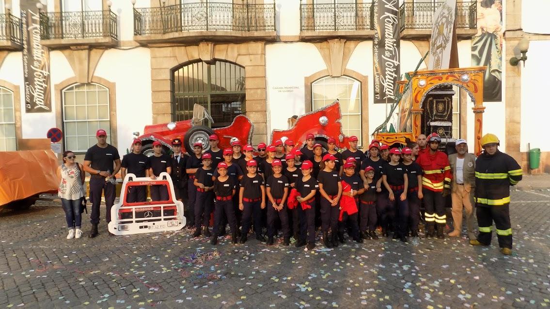 Escola de Infantes e Cadetes abrilhantaram as marchas