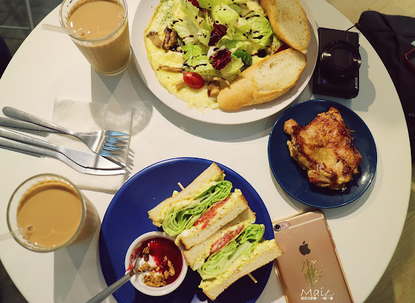 大安站:餵我早餐 美式早午餐/IG打卡拍照名店/藍白色調地中海風《麻依專欄》