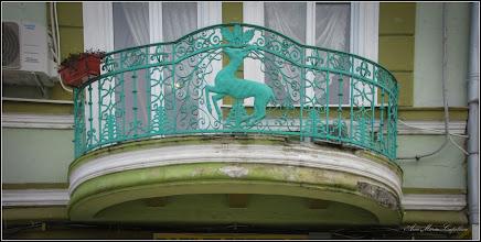 """Photo: Piata Republicii, Nr.39 - detaliu balcon - 2018.02.10 - inscriptie: - """"Casa din piatra, cu 6 camere, datand dinainte de 1874, a fost reconstruita dupa 1917 cu etaj, 2 pravalii, 11 incaperi in stil eclectic, cu interventii si adaptari de la inceputul sec. XX (1902). Primaria 2011""""  Pagina pe blog: http://ana-maria-catalina.blogspot.ro/2016/02/turda-piata-republicii-nr39.html"""
