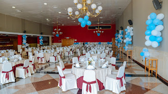 Sus amplios salones pueden acoger a muchos invitados.