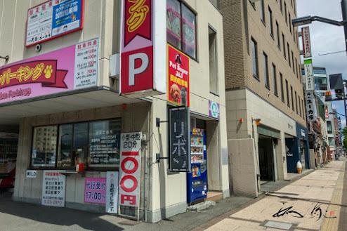 隣ビルの駐車場