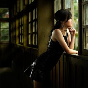 @@pixoto-by-the-window.jpg