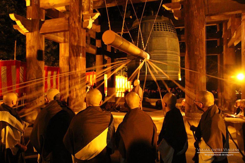 PASSAGEM DE ANO em Quioto, uma das melhores do mundo   Japão