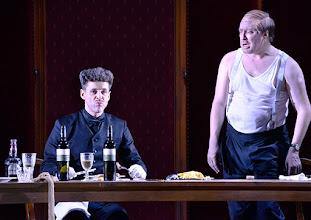 Photo: WIEN/ Burgtheater: Eugène Labiche ‹Die Affäre Rue de Lourcine›. Erweiterte Fassung von Elfriede Jelinek. Premiere am 18.4.2015. Markus Meyer, Nicholas Ofczarek. Copyright: Barbara Zeininger