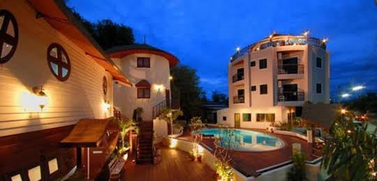 Boat Lodge Resort