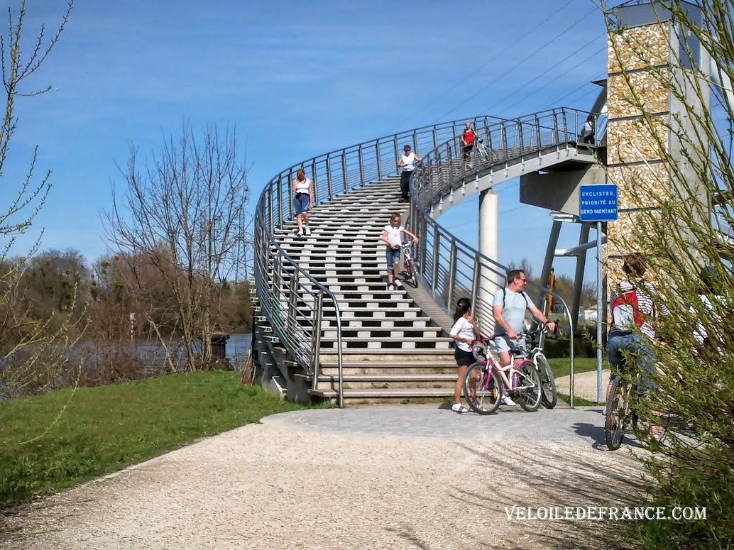 Pont de Nanterre - Paris Londres à vélo par veloiledefrance.com