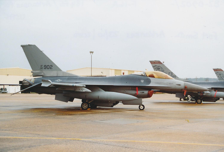 Photo: 82-0902/-  F-16A  184FS/Arkansas ANG Fort Smith Municpal Airport/Ebbing ANGB Base Visit 23rd October 2000