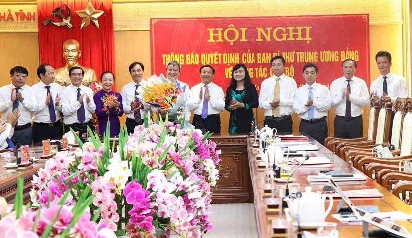 Lãnh đạo tỉnh Hà Tĩnh chúc mừng đồng chí Trần Tiến Hưng