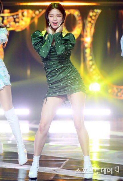 jeongyeon legs 9