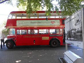 Photo: Es un autobús y también una chocolatería