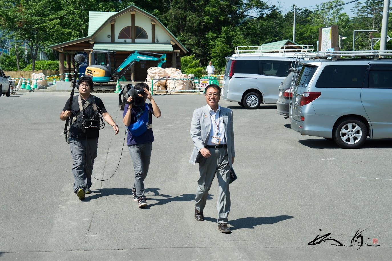 月ヶ岡駅で、月形町・上坂 隆一町長をお出迎え